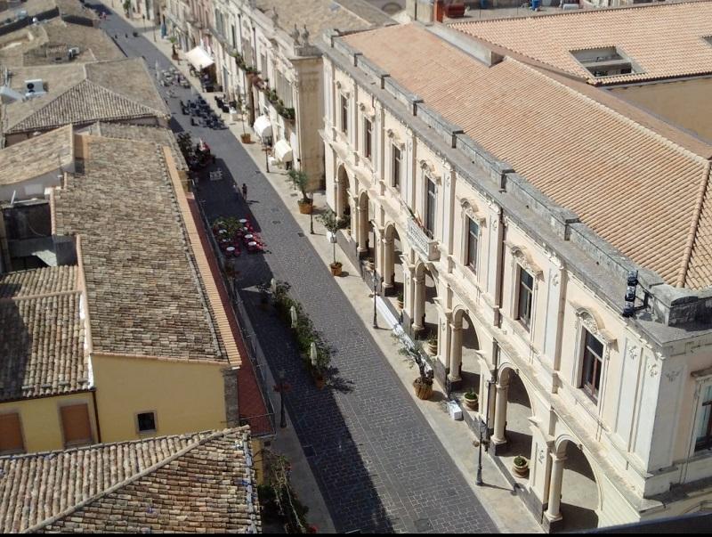 Corso Vittorio Emanuele chiuso per l'isola pedonale