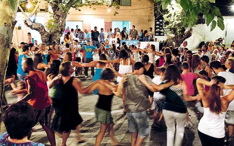 Il rito della danza che avviene nella festa greca del Panighiri
