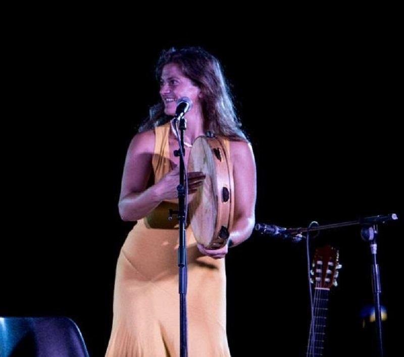 La musicista Matilde Politi alla festa greca di Palazzolo