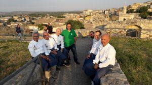 I ristoratori di Vicoli e Sapori con l'assessore Aiello al Castello
