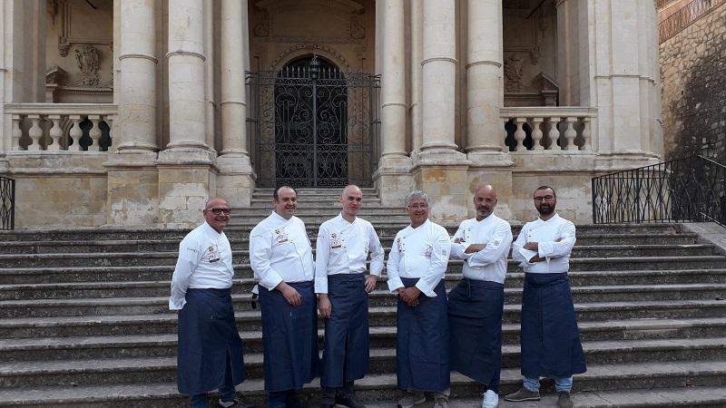 I Ristoratori di vicoli e sapori davanti la basilica di San Paolo