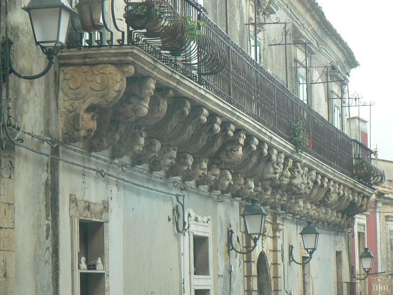 Balconata Caruso che si può visitare per il turismo a Palazzolo