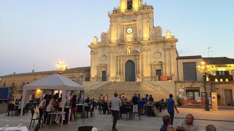 Cropped Screening In Piazza 1.jpg