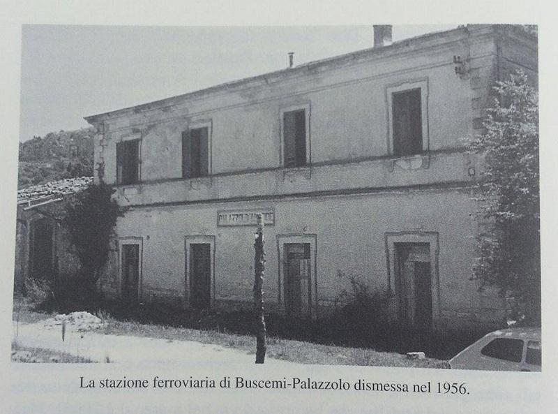 L'antica Stazione di Palazzolo dismessa, da raggiungere per il trekking