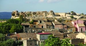 opere le Tra Palazzolo e il castello con il centro storico verrà tutelato con il piano.