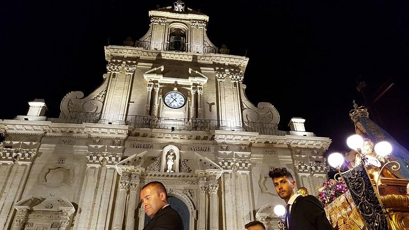 La Madonna Addolorata davanti la chiesa di San Sebastiano