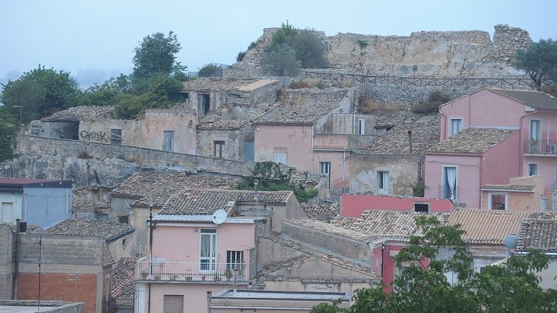 Cropped Veduta Con Castello.jpg