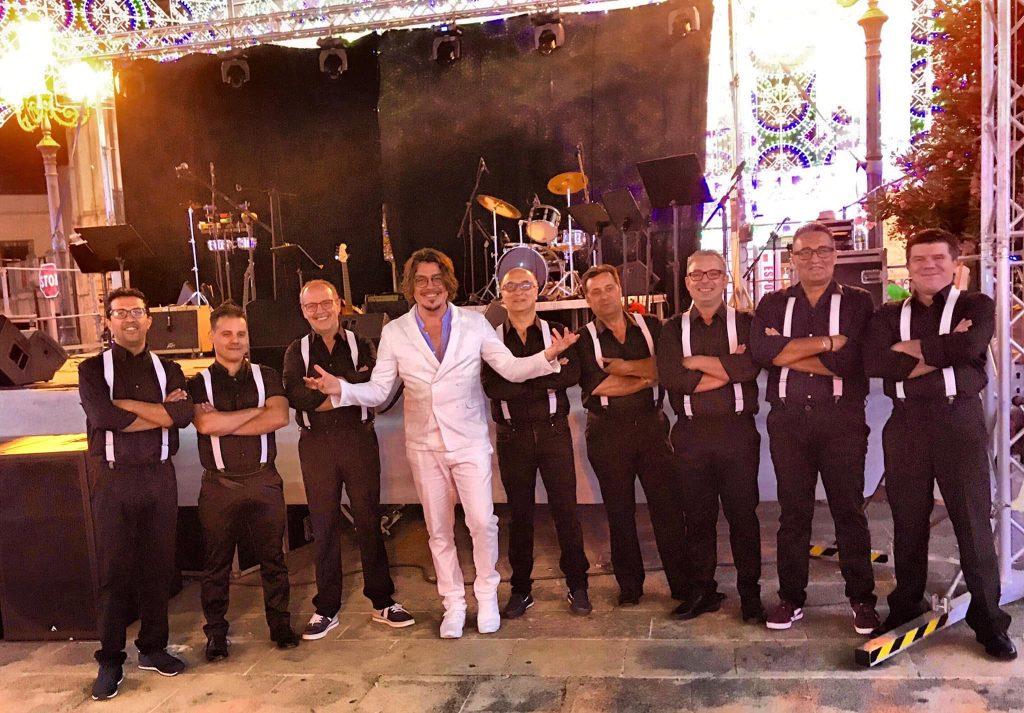 La formazione al completo della Baciami Piccina swing band