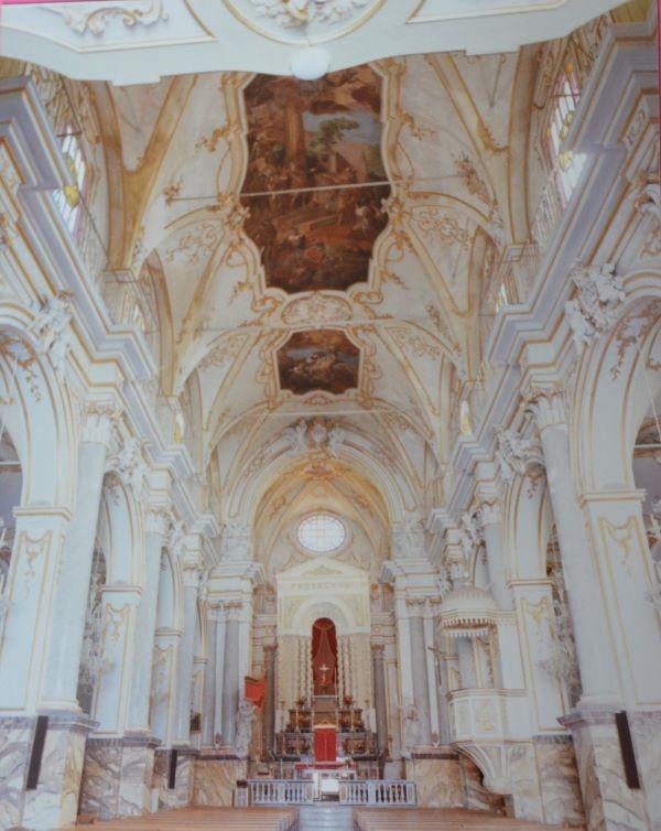 Stucchi dell'nterno della chiesa di San Sebastiano foto Santoro Ugo