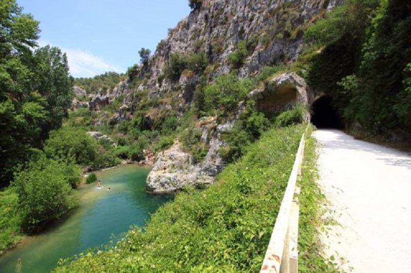 No triv- Valle Dell Anapo