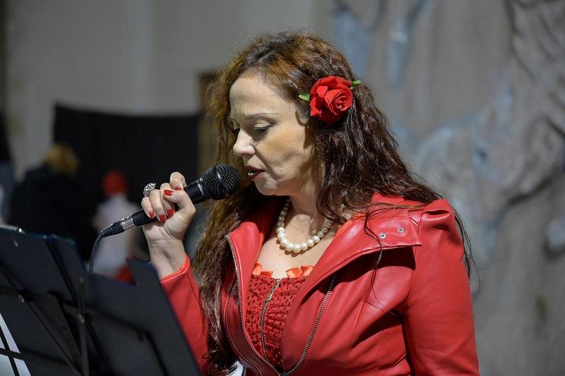 Ioanna Leone la poetessa che ha recitato all'evento per le donne