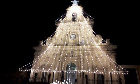 L'Albero sulla basilica di San Sebastiano per il Natale di Palazzolo