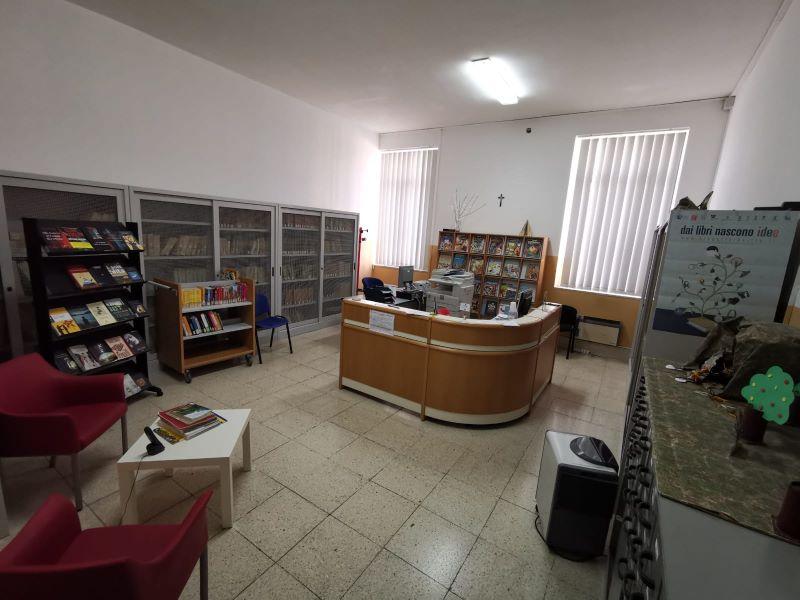 Sala accoglienza della Biblioteca Comunale D'Albergo