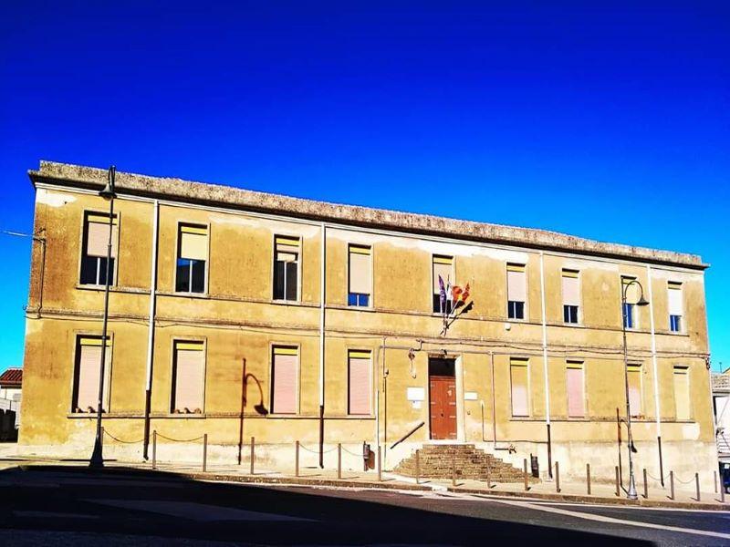 ScuolaEdificio che ospita il liceo artistico e Biblioteca comunale