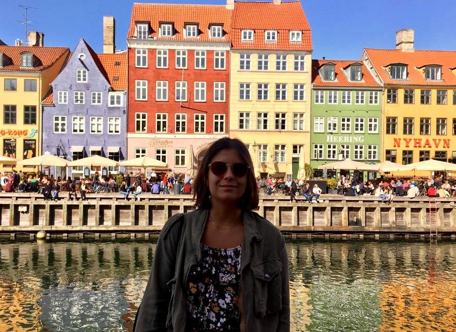 Chiara Lo Zito tra le abitazioni tipiche della Danimarca