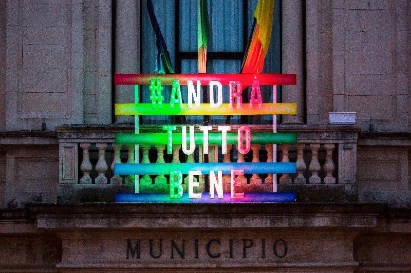 L'installazionesul balcone del Municipio di Palazzolo