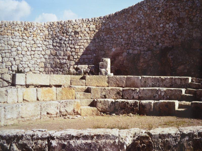 Un archeologo palazzolese che ha studiato Akrai:Bouleuterion