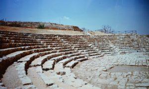 Un archeologo palazzolese: Teatro Greco della cittadina di Akrai. (foto ugo Santoro
