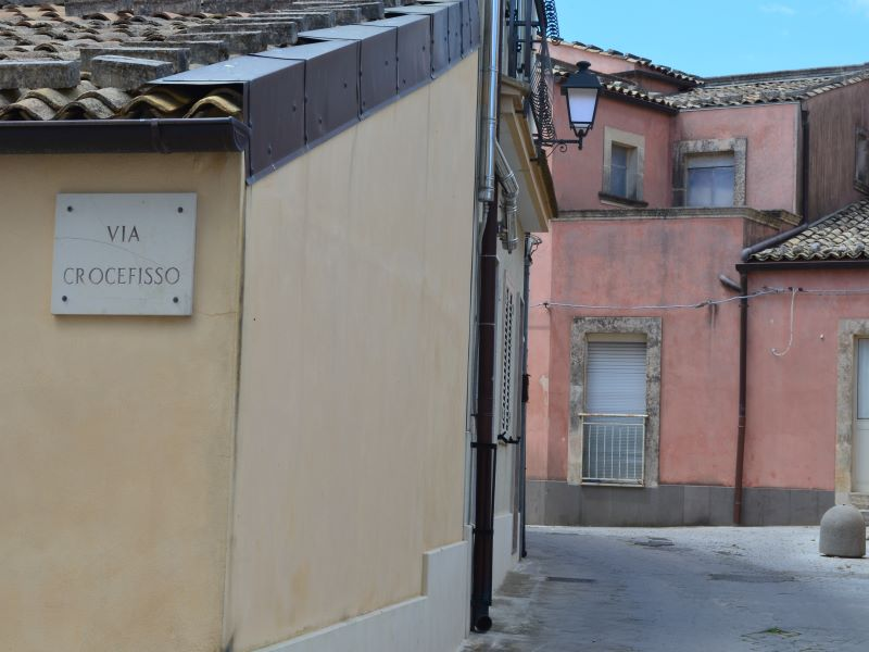 Contrade : Via crocifisso, in questa via c'era la chiesa del SS. Crocefisso