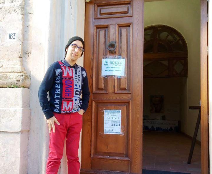 L'ingresso del museo del santino votivo con Lorenzo Macauda