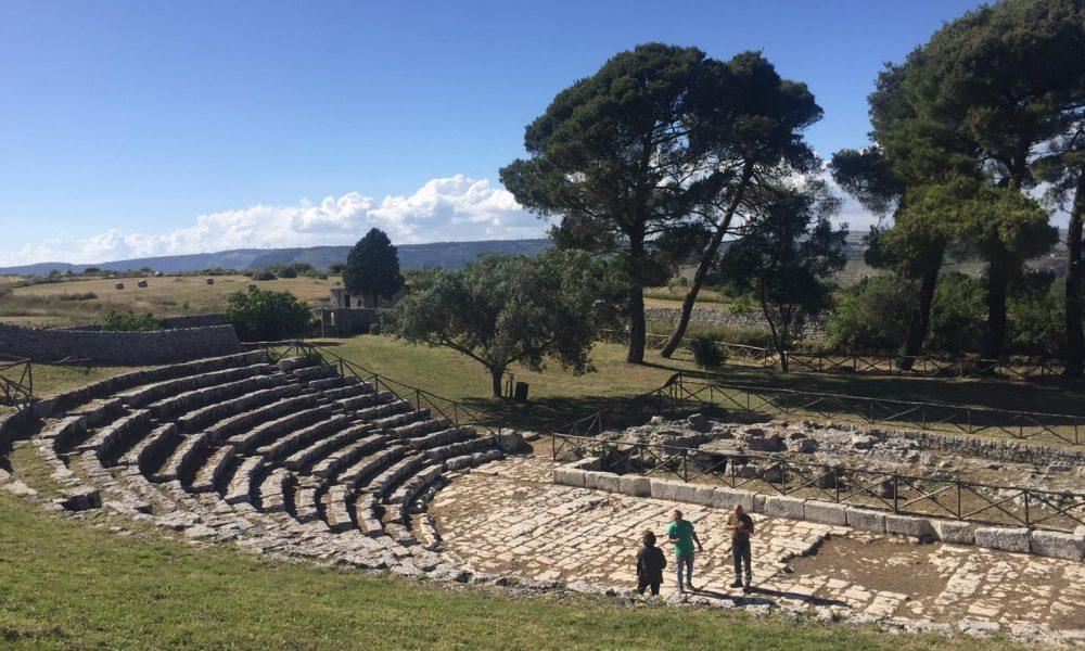 Ripartenza nel turismo con il Teatro greco ripulito