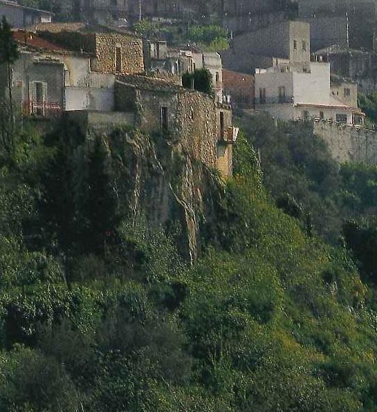 San Corrado Confalonieri Costone della Grotta di San Corrado a Palazzolo Acreide