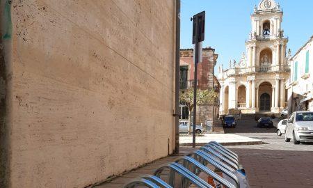 Stalli per bici vicino piazza San Paolo