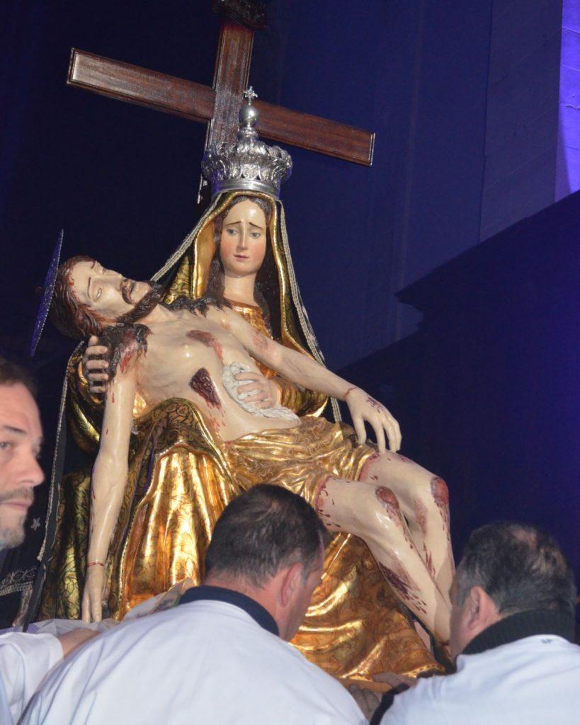 Eventi religiosi di Pasqua: Madonna addolorata Chiesa Madre dopo A scisa a cruci
