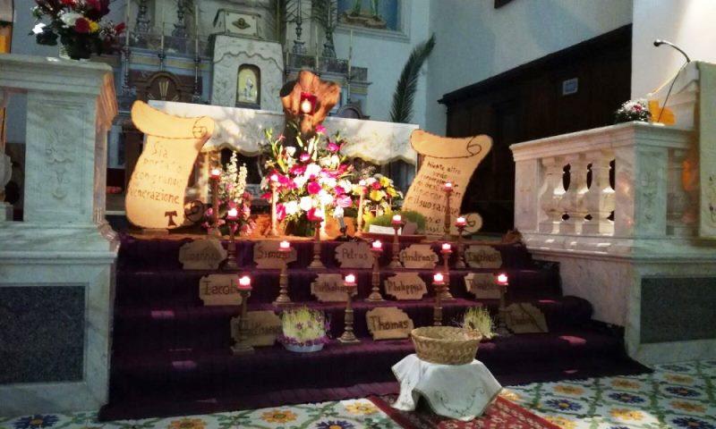 Sepolcro Convento: allestito con i piatti fioriti