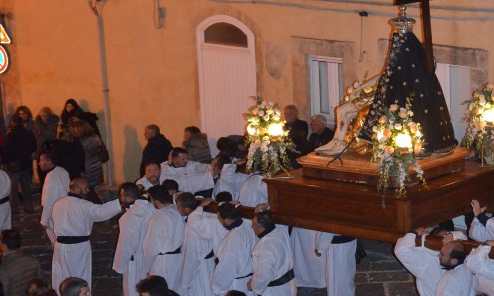 Cheisa Madre: Madonna Addolorata uscita dalla chiesa per laVia Crucis