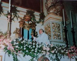Padre Sebastiano Teodoro Chiesa San Paolo con un reliquiario