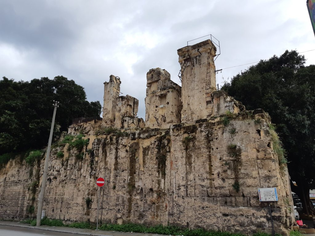 Esempio di torri d'acqua raggruppate a piazza Porta Montalto