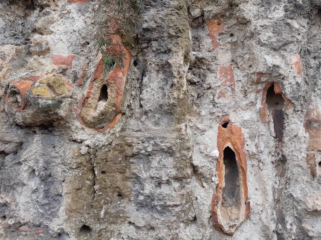 Torri d'acqua: Catusi ancora visibili a piazza Porta Montalto