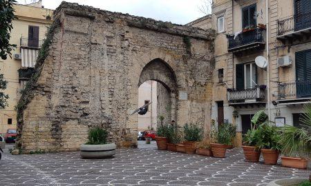 Torri d'acqua: un esemplare a porta Sant'Agata
