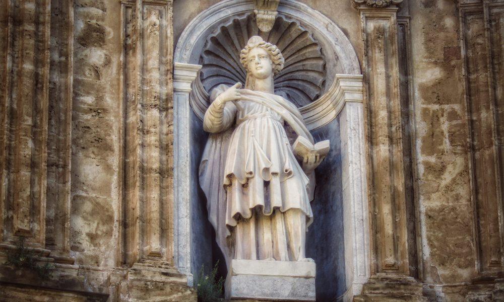 Sant'Agata, la statua a lei dedicata ai quattro Canti