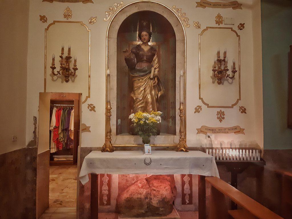 Sant'Agata: la statua lignea sopra il masso della pedata