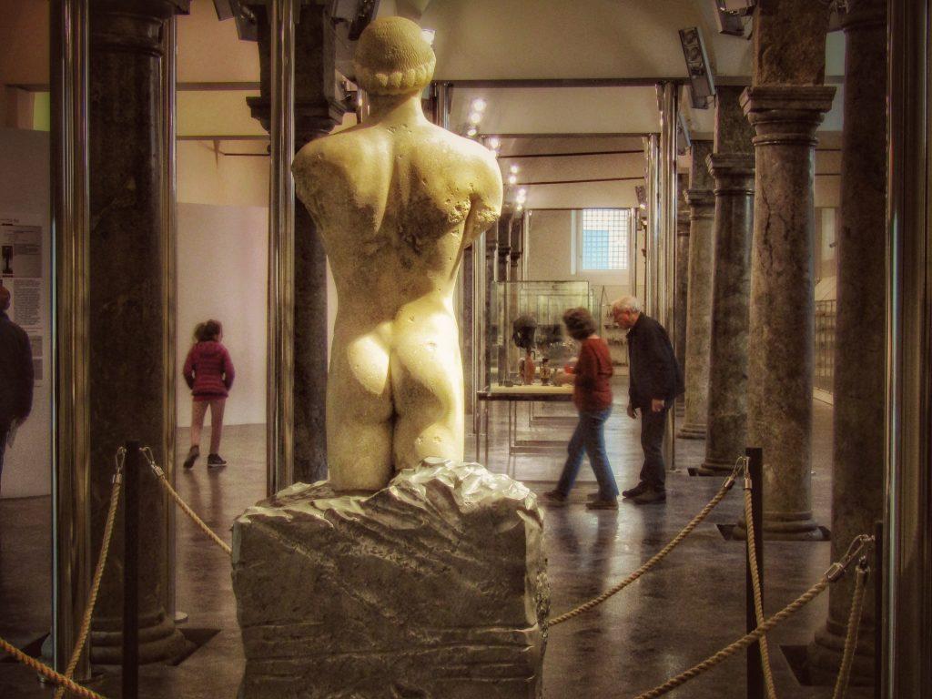 Kouros ritrovato: vista posteriore
