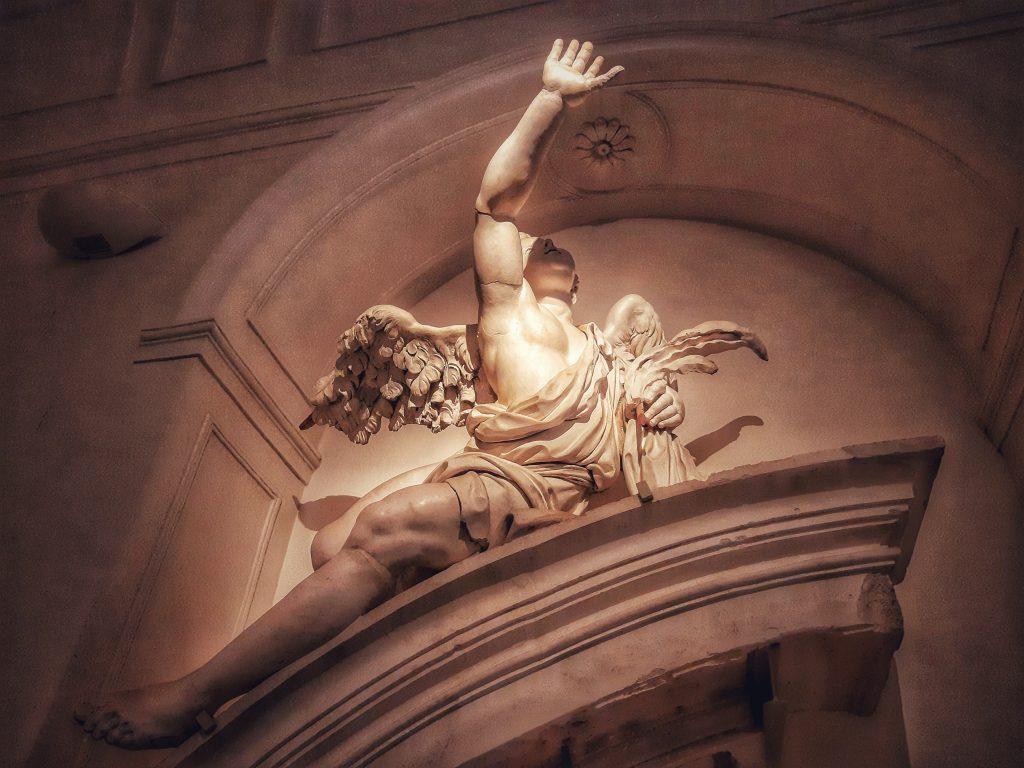 Bianco Serpotta: angelo con palma - Oratorio dei Bianchi (1703/04 ca)