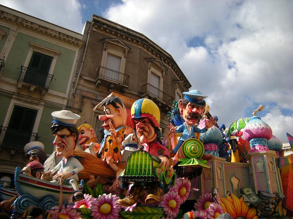 Carri e maschere di Carnevale ad Acireale