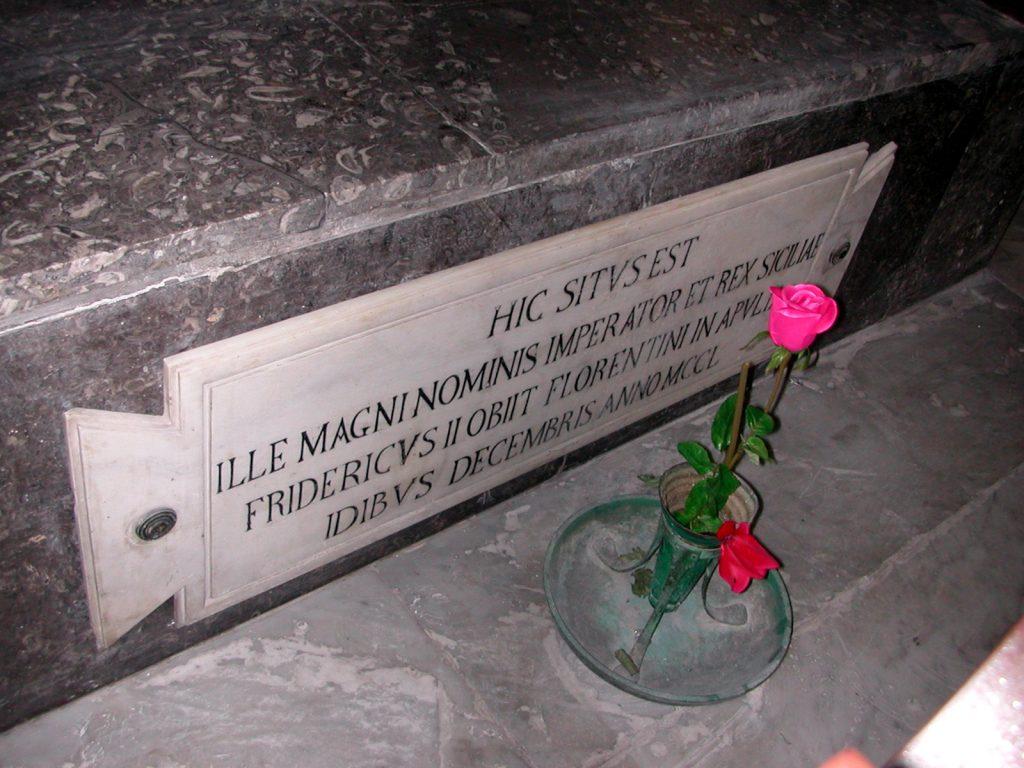 Incisione sulla tomba di Federico II