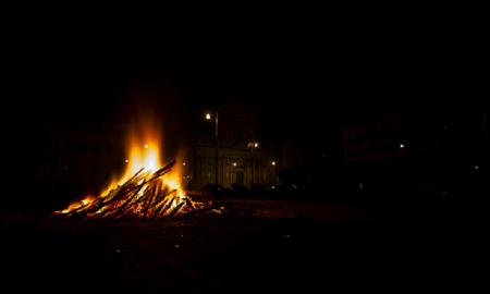 fuoco simbolico che annuncio l'inizio della festa di san giuseppe