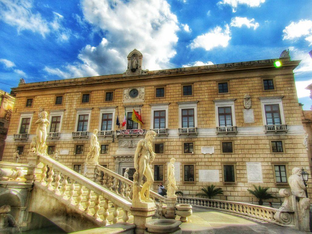 La scuola adotta la città: palazzo delle aquile