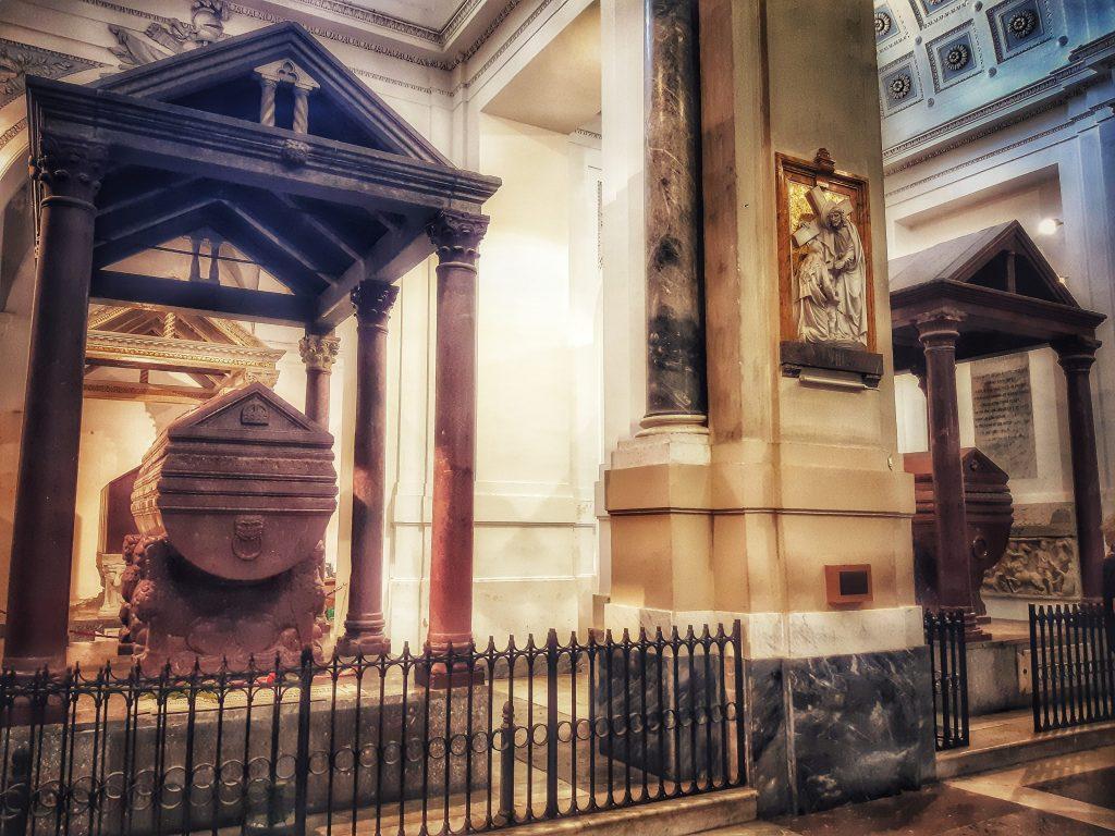 tesori della cattedrale: le campate con le tombe reali e imperiali