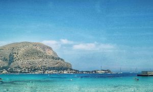 Mondello in estate: panoramica sul golfo
