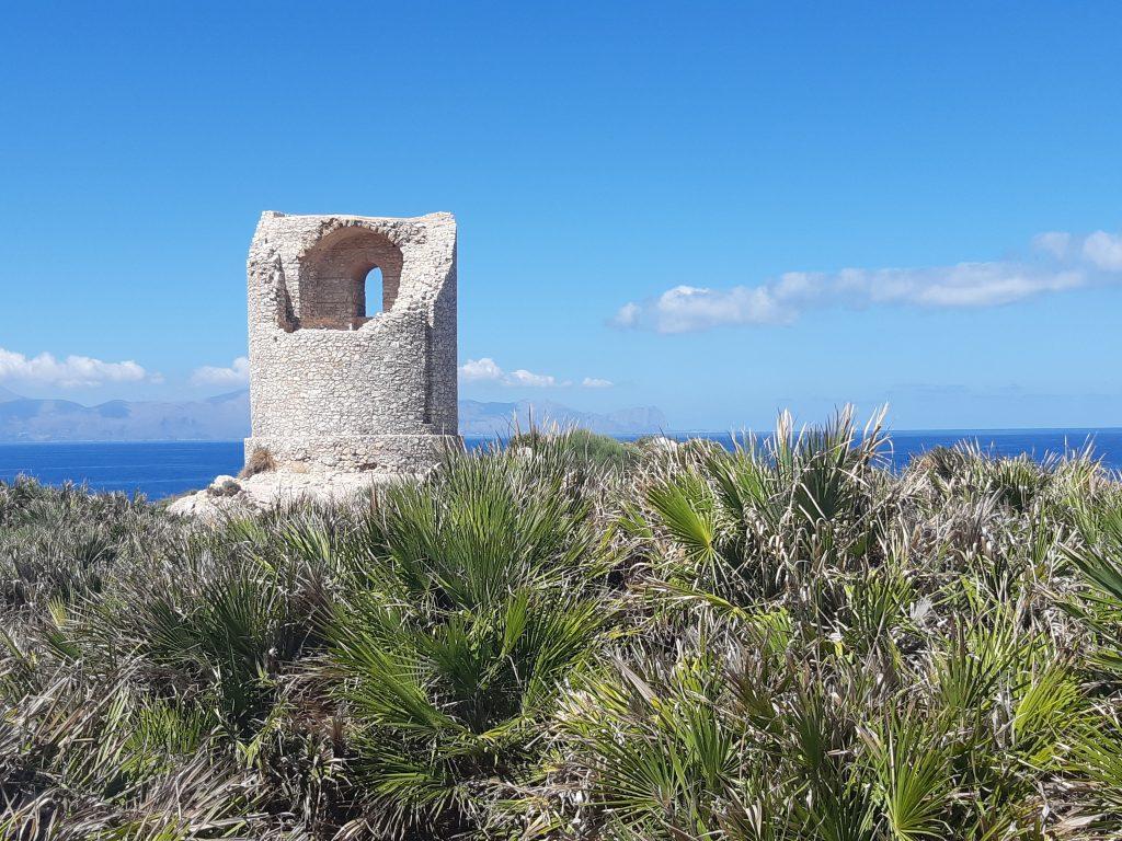 Terrasini: la torre di avvistamento nella riserva di Capo Rama