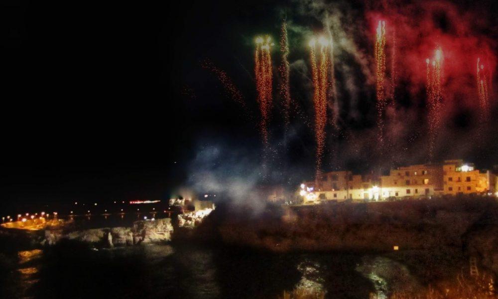 Ferragosto palermitano: giochi d'artificio in spiaggia