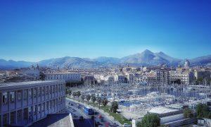 Fra mare e montagna: la terrazza del loggiato di San Bartolomeo