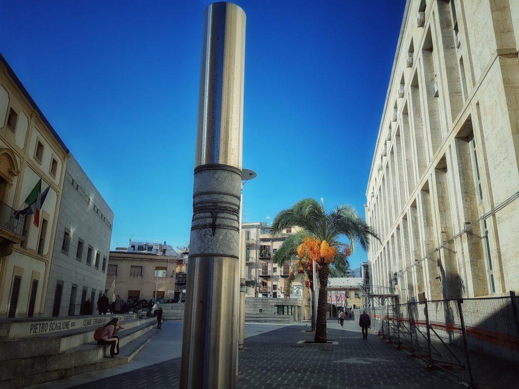 Grigio di Billiemi: uso moderno a Piazza della Memoria