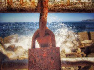 Itinerario palermitano dell'amore: lucchetti sul mare