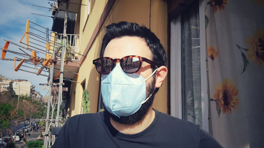 Chi c'è dietro la mascherina?